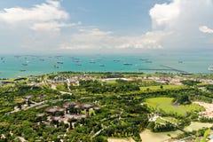 Σινγκαπούρη τον Απρίλιο του 2018 Η άποψη από τη μαρίνα τελευταίων ορόφων στρώνει με άμμο το ξενοδοχείο Στοκ Εικόνες