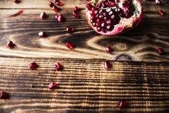 Σιτάρια γρανατών, ξύλινο υπόβαθρο χειροβομβίδων Στοκ φωτογραφία με δικαίωμα ελεύθερης χρήσης