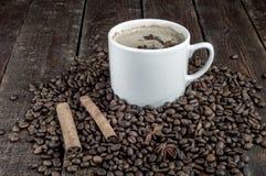 Σιτάρια καφέ με το φλυτζάνι, κανέλα Στοκ εικόνα με δικαίωμα ελεύθερης χρήσης