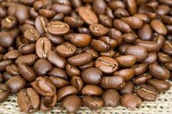 Σιτάρια του καφέ σε έναν χαλαρό στοκ φωτογραφία με δικαίωμα ελεύθερης χρήσης