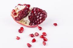 Σιτάρια φρούτων ροδιών στο άσπρο υπόβαθρο στοκ φωτογραφίες με δικαίωμα ελεύθερης χρήσης