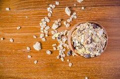 σιτάρι δημητριακών muesli με το ξύλινο κύπελλο στοκ φωτογραφίες