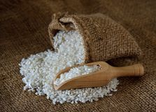 Σιτάρι ρυζιού στην τσάντα υφασμάτων στοκ εικόνα