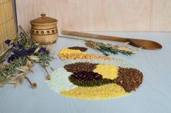 Σιτάρι, ρύζι, καλαμπόκι, μπιζέλι, semolina και φακή φαγόπυρου Στοκ φωτογραφία με δικαίωμα ελεύθερης χρήσης