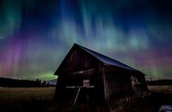 Σιταποθήκη κάτω από τα borealis αυγής Στοκ εικόνες με δικαίωμα ελεύθερης χρήσης