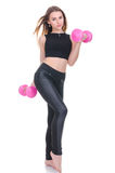 σιτηρέσιο Νέο όμορφο κορίτσι με τους ρόδινους αλτήρες στα χέρια του Το κορίτσι εκτελεί την αθλητική άσκηση Στοκ Εικόνες