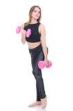 σιτηρέσιο Νέο όμορφο κορίτσι με τους ρόδινους αλτήρες στα χέρια του Το κορίτσι εκτελεί την αθλητική άσκηση Στοκ Φωτογραφίες