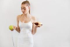 σιτηρέσιο περίπου να κάνει δίαιτα έννοιας τόξων ανασκόπησης τους κενούς αριθμούς μέτρου παρουσίασης το δεμένο άσπρο παράθυρο ταιν Στοκ φωτογραφία με δικαίωμα ελεύθερης χρήσης