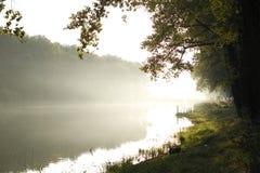 σιωπή θέσεων φύσης τοπίων λιμνών ψαράδων ομορφιάς Στοκ Φωτογραφία