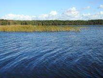 Σιωπηλός ποταμός φθινοπώρου Στοκ φωτογραφίες με δικαίωμα ελεύθερης χρήσης