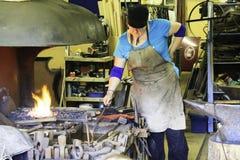 Σιδηρουργός στην εργασία στοκ εικόνα με δικαίωμα ελεύθερης χρήσης