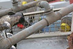 Σιδηρούχος σωλήνας σιδήρου και άλλα υλικά έτοιμοι για την ανακύκλωση στοκ φωτογραφία με δικαίωμα ελεύθερης χρήσης