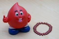 Σιδηρούχο Fumarate 200 mg με τις βιταμίνες για τον τύπο Ο χορηγών αίματος Στοκ φωτογραφία με δικαίωμα ελεύθερης χρήσης