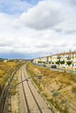 Σιδηροδρομικός σταθμός, αγροτικό τοπίο στοκ φωτογραφία με δικαίωμα ελεύθερης χρήσης