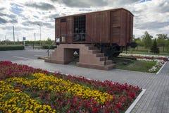Σιδηροδρομικό βαγόνι εμπορευμάτων για τη μεταφορά των φυλακισμένων Alzhir - αναμνηστικός σύνθετος των θυμάτων των πολιτικών κατασ Στοκ Εικόνα