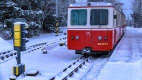 Σιδηρόδρομος βαραίνω, βουνά Tatra στοκ εικόνα με δικαίωμα ελεύθερης χρήσης