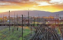 Σιδηρόδρομος, γραμμές σιδηροδρόμου στο ηλιοβασίλεμα Στοκ φωτογραφία με δικαίωμα ελεύθερης χρήσης