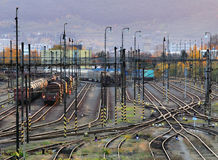 Σιδηρόδρομος, γραμμές σιδηροδρόμου στο ηλιοβασίλεμα Στοκ Εικόνες