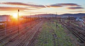 Σιδηρόδρομος, γραμμές σιδηροδρόμου στο ηλιοβασίλεμα Στοκ εικόνες με δικαίωμα ελεύθερης χρήσης