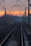 Σιδηρόδρομος που πηγαίνει στο ήπιο ηλιοβασίλεμα Στοκ φωτογραφία με δικαίωμα ελεύθερης χρήσης