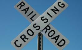 Σιδηρόδρομος που διασχίζει το σημάδι Στοκ εικόνες με δικαίωμα ελεύθερης χρήσης