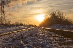 Σιδηρόδρομος στις ακτίνες ηλιοβασιλέματος Στοκ φωτογραφία με δικαίωμα ελεύθερης χρήσης