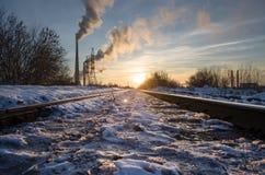 Σιδηρόδρομος στις ακτίνες ηλιοβασιλέματος Στοκ εικόνα με δικαίωμα ελεύθερης χρήσης