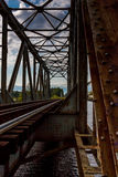 σιδηρόδρομος τοπίων ημέρας πόλεων γεφυρών ηλιόλουστος Στοκ εικόνα με δικαίωμα ελεύθερης χρήσης