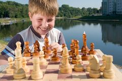 σκάκι αγοριών Στοκ φωτογραφία με δικαίωμα ελεύθερης χρήσης