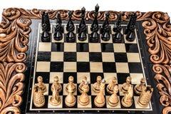 Σκάκι η μαύρη μεταφορά συντρόφων κυριώτερης απώλειας παιχνιδιών τελών σκακιού επιχειρησιακού ελέγχου χαρτονιών μονοχρωματική πέρα Στοκ φωτογραφία με δικαίωμα ελεύθερης χρήσης