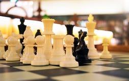 Σκάκι στη βιβλιοθήκη Στοκ Εικόνα