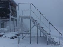 Σκάλα πουθενά καλυμμένος με το hoarfrost Στοκ Φωτογραφία