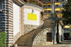Σκάλα στην οδό στην πόλη του Μοντρέ στη λίμνη Ελβετός της Γενεύης Στοκ φωτογραφία με δικαίωμα ελεύθερης χρήσης