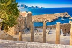 Σκάλα του Propylaea και εκκλησία του ST John στο Acropol στοκ εικόνες