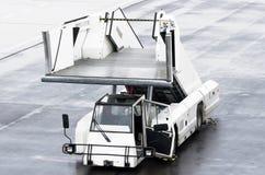 Σκάλες επιβατών για τους επιβιβαμένος επιβάτες σε ένα αεροπλάνο Στοκ Εικόνα