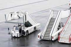 Σκάλες επιβατών για τους επιβιβαμένος επιβάτες σε ένα αεροπλάνο Στοκ φωτογραφίες με δικαίωμα ελεύθερης χρήσης
