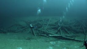 Σκάφανδρο που βουτά στη λίμνη υποβρύχιο Τύρολο Αυστρία βουνών Fernsteinsee φιλμ μικρού μήκους