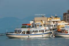 Σκάφη και αλιευτικά σκάφη στο λιμάνι Elounda Στοκ φωτογραφίες με δικαίωμα ελεύθερης χρήσης