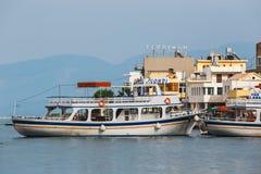 Σκάφη και αλιευτικά σκάφη στο harobor Elounda Στοκ εικόνες με δικαίωμα ελεύθερης χρήσης