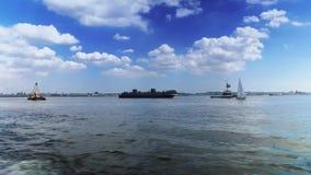Σκάφη και βάρκες στο λιμάνι της Νέας Υόρκης φιλμ μικρού μήκους
