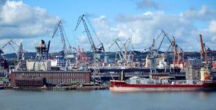 Σκάφη και γερανοί φορτίου στο Γντανσκ, λιμένας της Πολωνίας στοκ φωτογραφίες