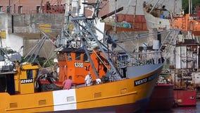 Σκάφη και εργαζόμενοι απόθεμα βίντεο