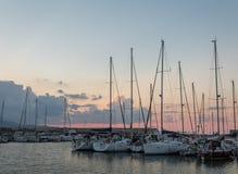Σκάφη ναυπηγείων παλαιών λιμένων Ηρακλείου στο ηλιοβασίλεμα στοκ φωτογραφίες με δικαίωμα ελεύθερης χρήσης