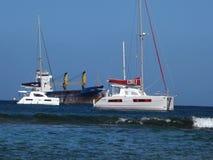 Σκάφη που δένονται στα προσήνεμα νησιά απόθεμα βίντεο