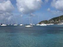 Σκάφη που δένονται στα προσήνεμα νησιά φιλμ μικρού μήκους