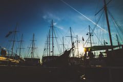 Σκάφη σκιαγραφιών στη θάλασσα Στοκ εικόνες με δικαίωμα ελεύθερης χρήσης