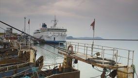 Σκάφη στον ελλιμενισμό του τερματικού, λιμένας του Κόνακρι, Γουινέα απόθεμα βίντεο