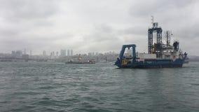 Σκάφη στο bosphorus της Ιστανμπούλ απόθεμα βίντεο