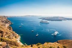 Σκάφη της γραμμής κρουαζιέρας κοντά στα ελληνικά νησιά Στοκ Φωτογραφία