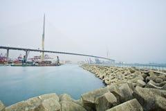σκάφη του Χογκ Κογκ ημέρας φορτίου γεφυρών Στοκ Εικόνα